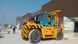Xe nâng Đông Đô thực hiện di chuyển máy trong xưởng KCN Bình Xuyên, Vĩnh Phúc