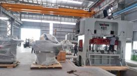 Di chuyển máy từ cont đưa vào xưởng tại KCN Hòa Lạc